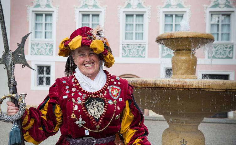 Anna Glossner, Marktführerin und Nachtwächterin