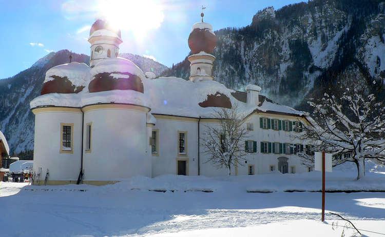 Wallfahrtskirche St. Bartholomä mit dem historischen Gasthaus