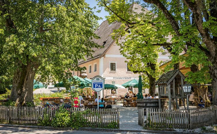 Der Biergarten des Klosterwirts Höglwörth