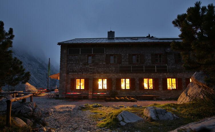 Blaueishuette Bergsteigerdorf Ramsau Nacht