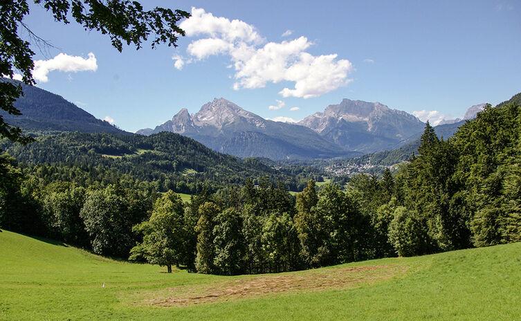 Blick von Oberau nach Berchtesgaden mit Watzmann und Hochkalter