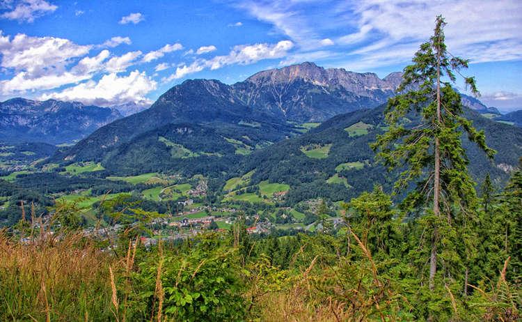 Blick vom Carl von Lionde Weg zum Untersberg