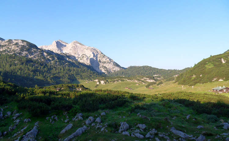 Blick von der Traunsteiner Hütte auf das Plateau der Reiter Alm