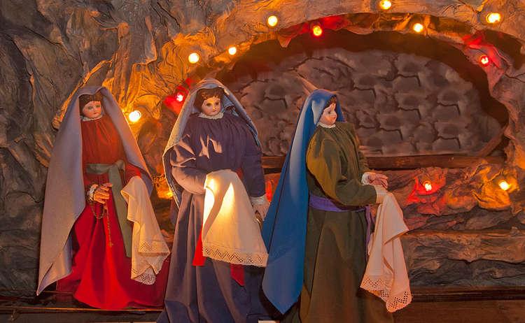 Brauchtum Ostern Kirche Heiliggrab Hoeglwoerth Weinende Frauen