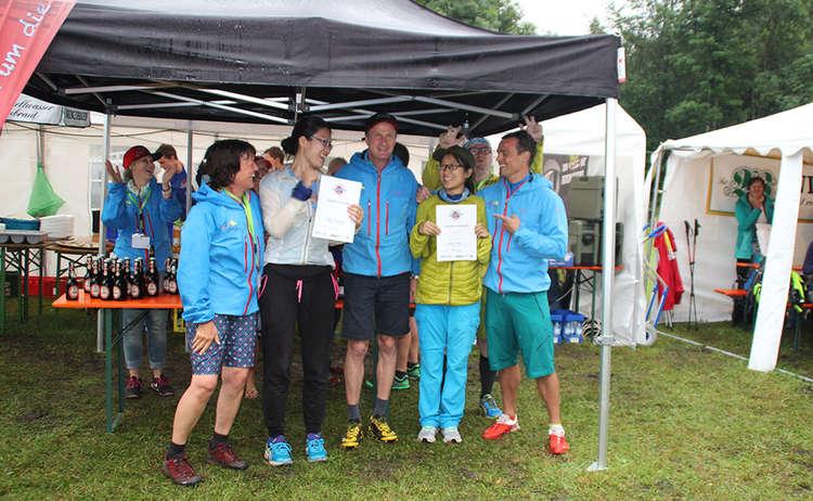 Chinesische Teilnehmerinnen nach 12 Stunden glücklich im Ziel