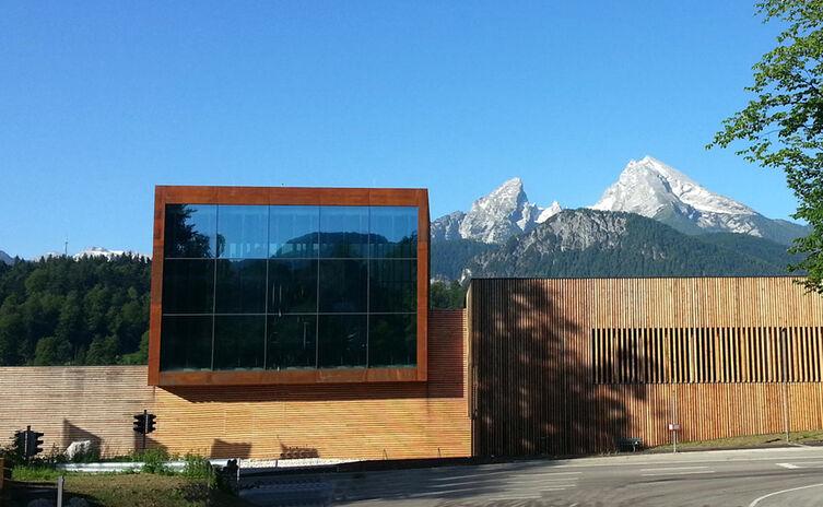 Das Haus der Berge mit Blick auf Watzmann
