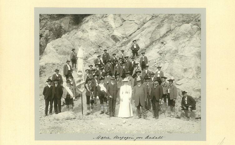 Fahnenweihe Des Bergfuehrer Vereins Berchtesgaden 1907 Web