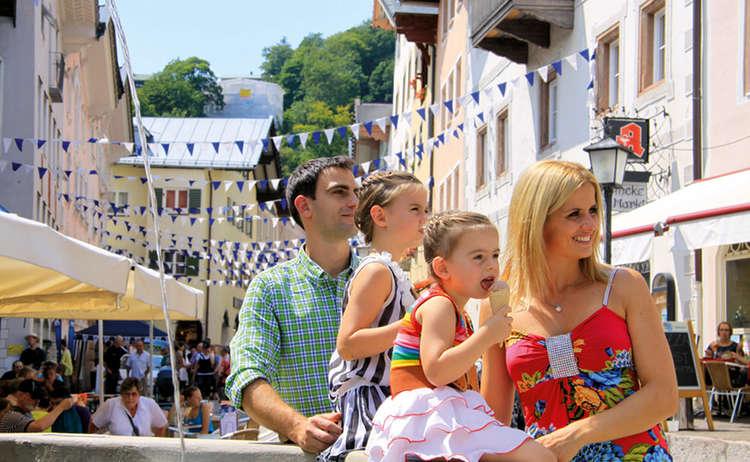 Familie Beim Marktfest Berchtesgaden