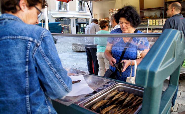 Frischer Fisch am Berchtesgadener Wochenmarkt