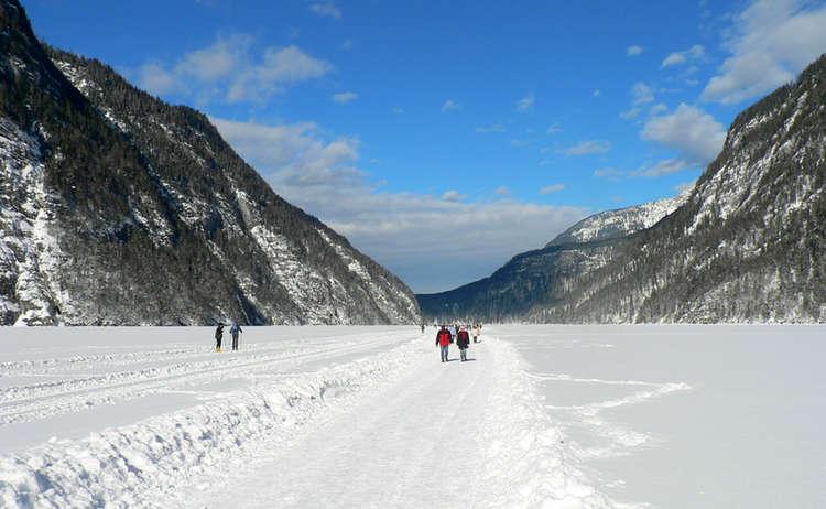 Fußmarsch über den zugefrorenen Königssee