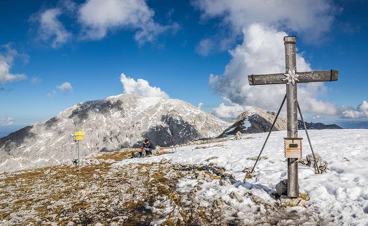 Das Gipfelkreuz auf dem Hohen Brett