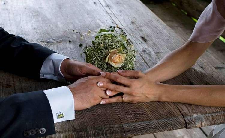 Hochzeit - Händehalten