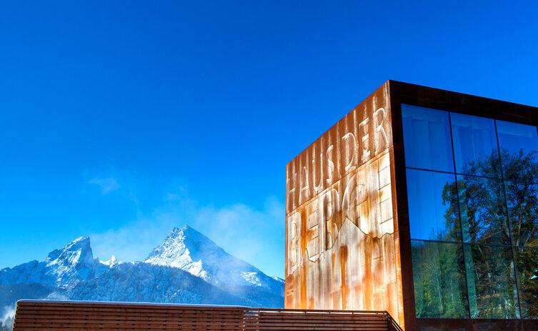 Haus der Berge Nationalpark Berchtesgaden mit Blick auf Watzmann