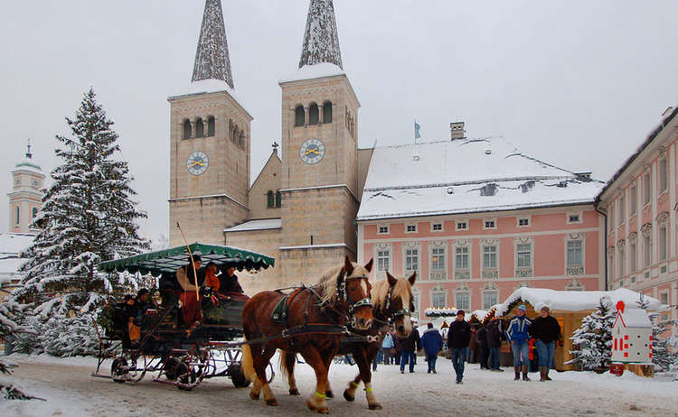 Horse-drawn carriage rides at Christmas Markt Berchtesgaden | Bavaria