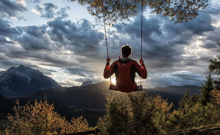 Hutschn: In den Sonnenuntergang schaukeln