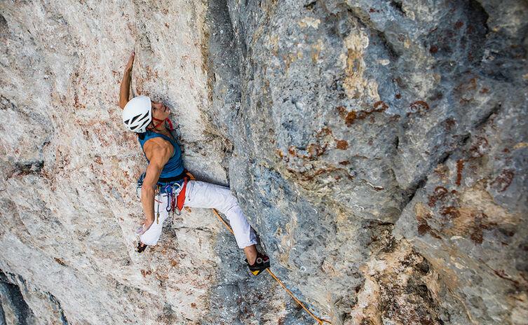 Ines Papert beim Klettern