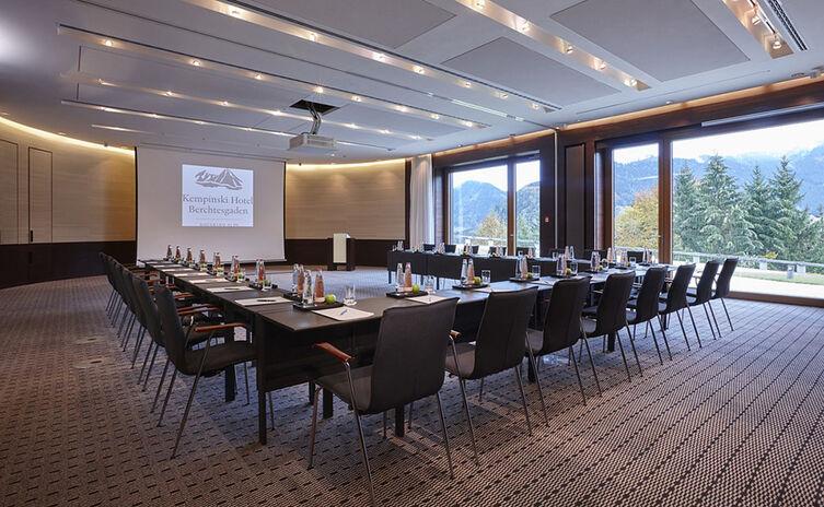 U-Form Bestuhlung im Raum Carl von Linde   Kempinski Hotel Berchtesgaden