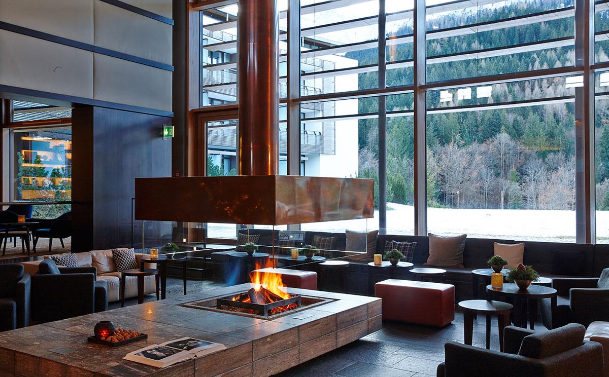 Lobby mit Kamin | Kempinski Hotel Berchtesgaden