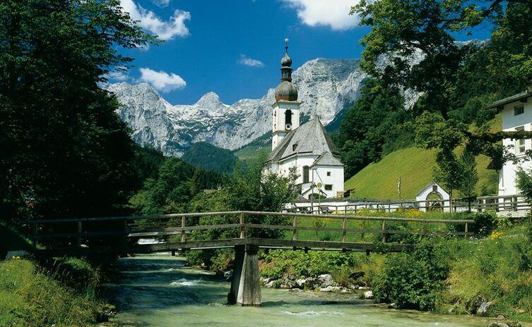 Ramsauer Kirche im Sommer