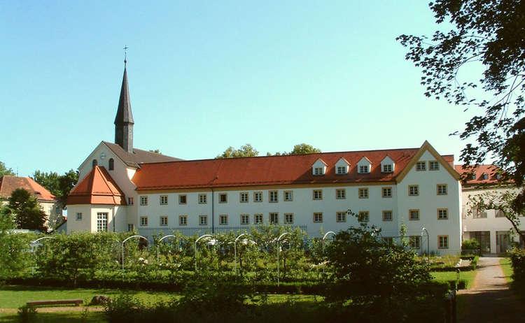 Kloster Und Garten