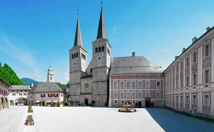 Königliches Schloss, Schlossplatz und Stiftskirche Berchtesgaden