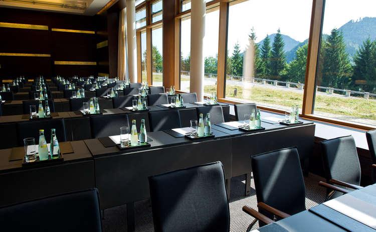 Konferenzraum mit Bergpanorama, Kempinski Hotel Berchtesgaden