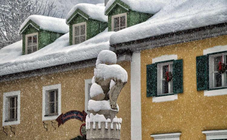 Loewe Marktbrunnen Berchtesgaden Winter