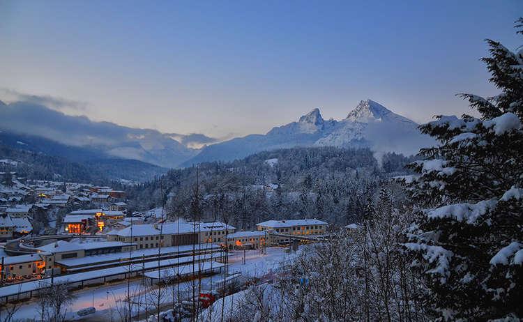 Morgenstimmung am Bahnhof Berchtesgaden im Winter