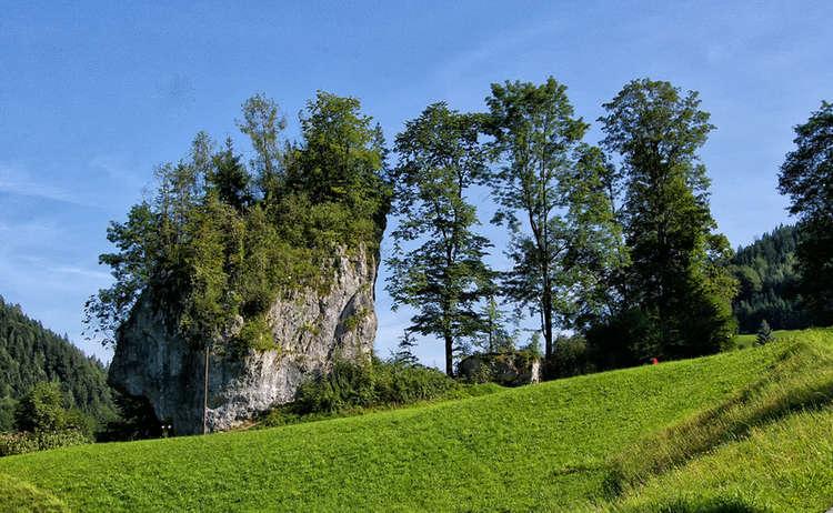 Der Weißenstein an der sagenhaften Wanderung Oberau