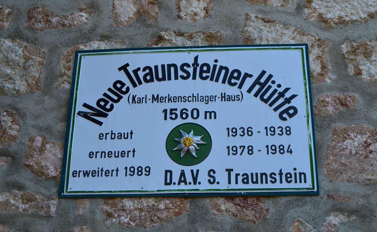 Schild Neue Traunsteiner Huette