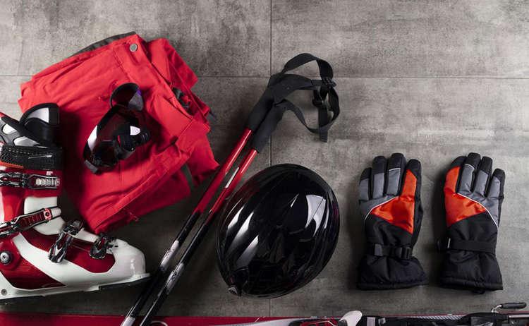 Was muss neben der üblichen Skiausrüstung eigentlich noch alles mit in den Urlaub? Und auf was ist bei der Kleidung im Detail zu achten?