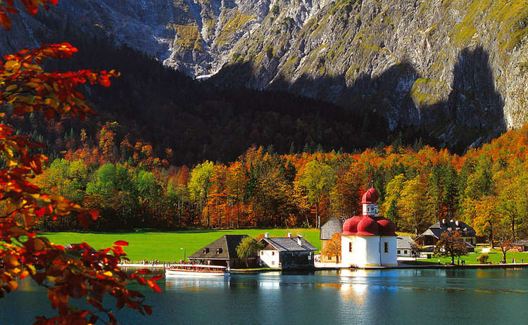 St Barthollmae Koenigssee Herbst