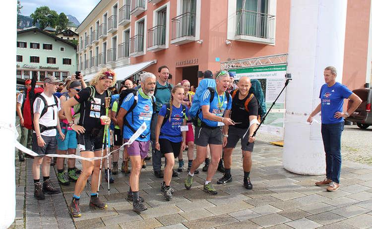 Start der 24 Stunden Untersberg extrem Wanderer