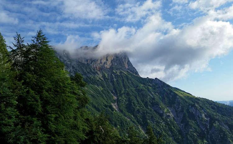 Der Untersberg in Wolken