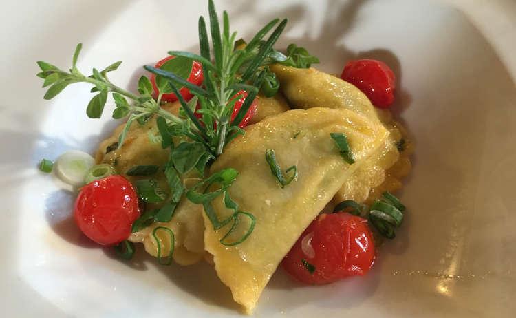 Ravioli mit Spinat –Ricotta-Füllung und Kirschtomaten