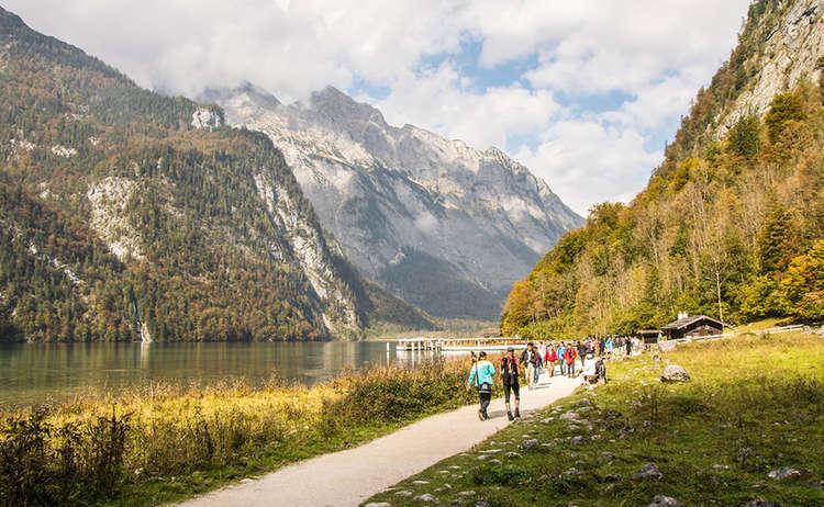Wanderweg an der Bootsanlegestelle Salet am Königssee