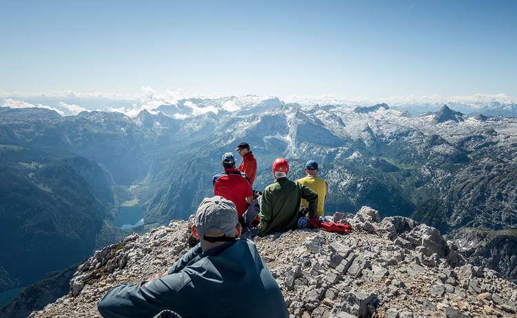 Verdiente Pause an der Watzmann Südspitze mit Panorama ins Steinerne Meer