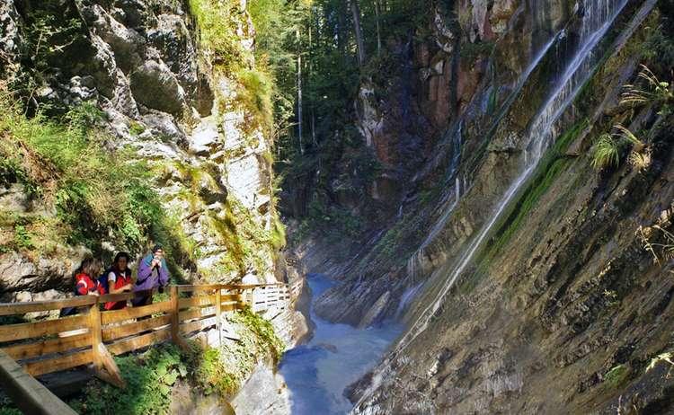 Wanderer in der Wimbachklamm, Ramsau