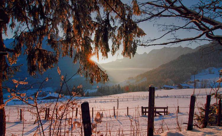 Winterwandern am Abend im Bergsteigerdorf Ramsau