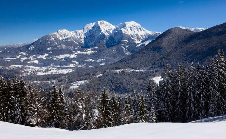 Winterwandern Mit Blick Zum Hohen Goell