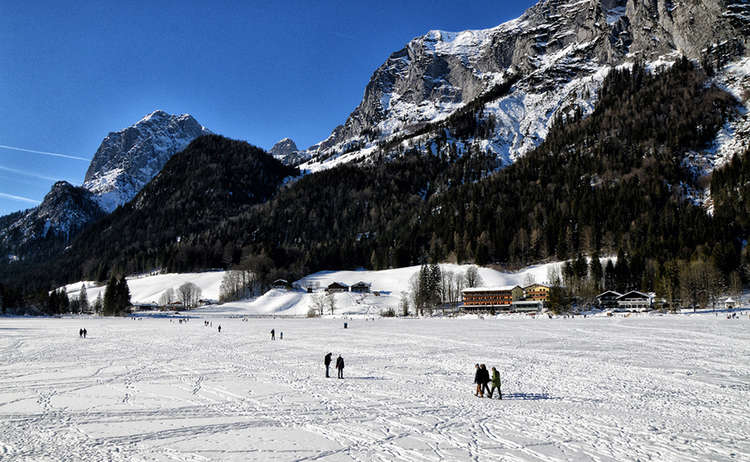 Zugefrorener Hintersee Winter Ramsau